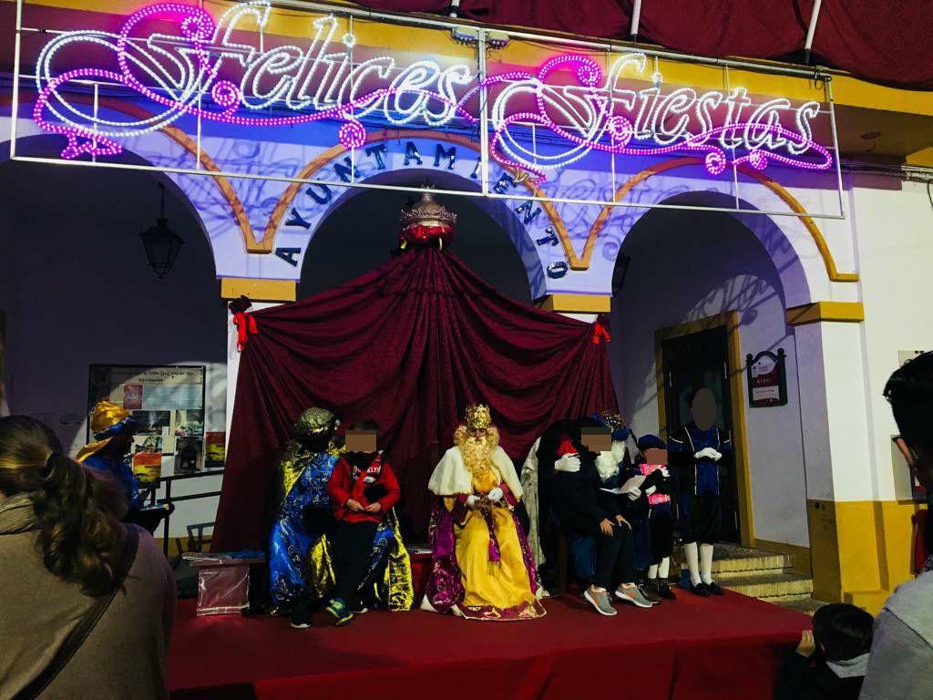Sus Majestades visitan Coria del Río