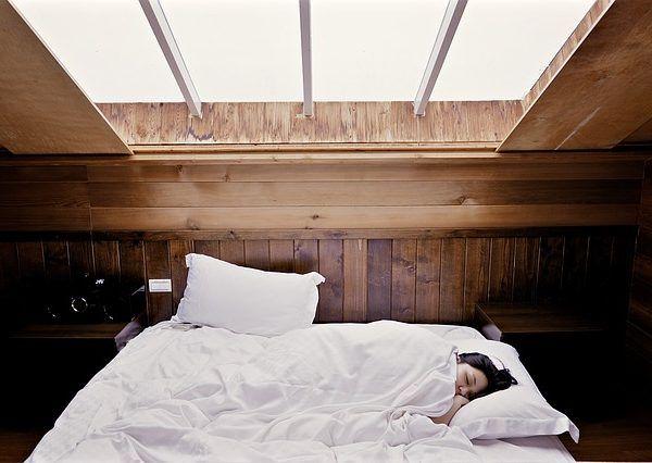Un increíble y cotidiano método que ayuda a conciliar mejor el sueño