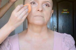 Maquillaje para mejorar el ánimo de pacientes con cáncer
