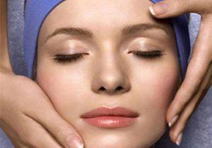 Media hora de yoga facial puede rejuvenecer hasta tres años