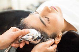 Ir a la peluquería: una sensación de bienestar más que algo estético